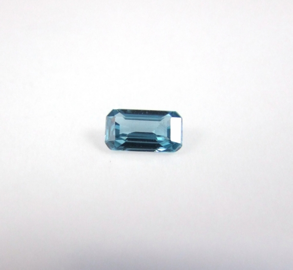 zircon bleu octogonal