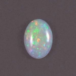 opale d'Ethiopie en cabochon ovale