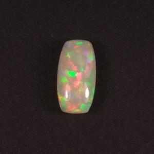 cabochon rectangle d'opale précieuse