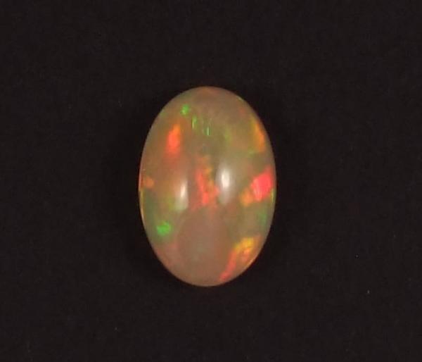 jeu de couleurs de l'opale précieuse d'Ethiopie