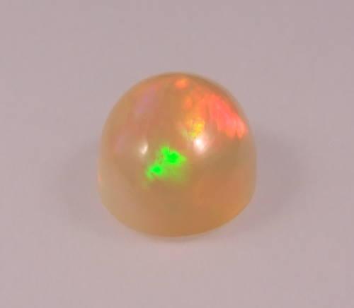 opale précieuse sur base beige