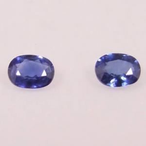 deux pierres précieuses saphirs