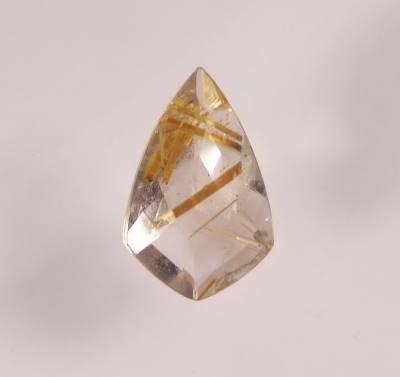 quartz rutile facetté
