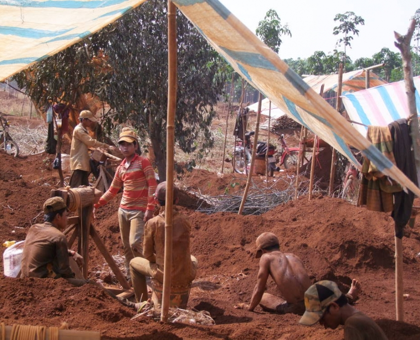 Voyages sur les mines de Zircon du Cambodge, région du Ratanakiri.
