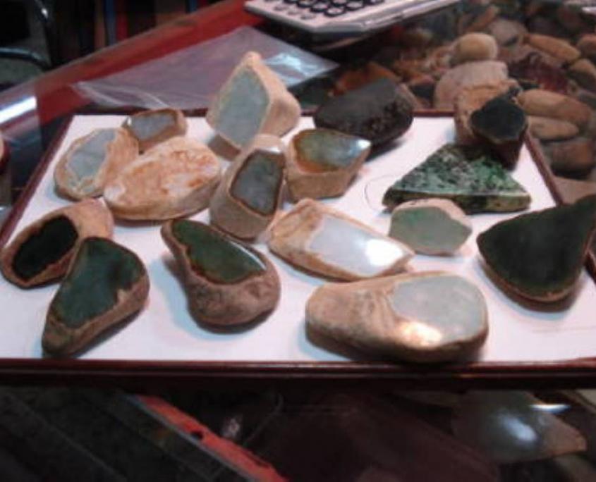 bruts de jade-jadéite.